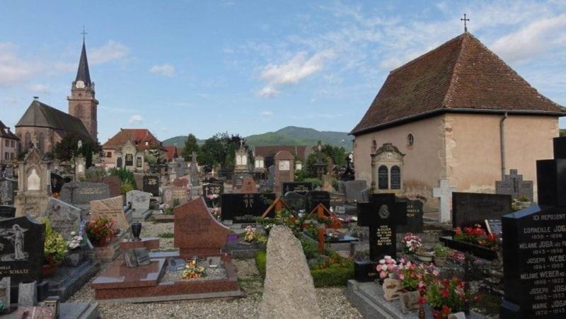 STOP aux profanations des cimetières et des édifices chrétiens.